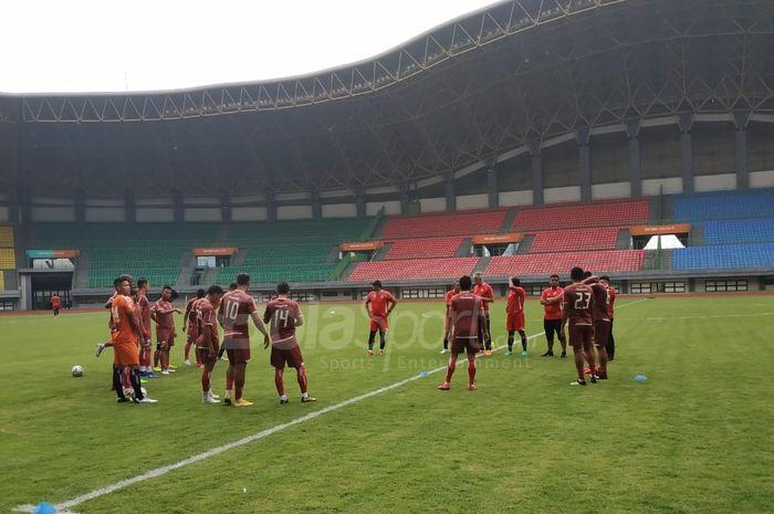 Skuat Persija Jakarta pada official training di Stadion Patriot Chandrabhaga, Kota Bekasi, Rabu (20/2/2019).
