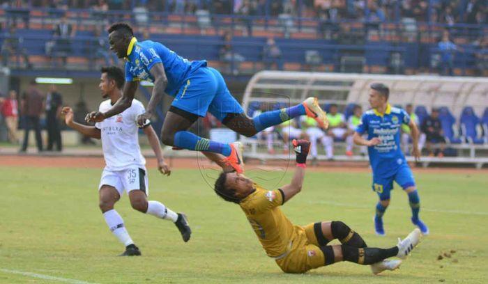 Laga Persib Bandung vs Madura United yang berakhir dengan skor 1-1 di Stadion Si jalak Harupat, Kabupaten Bandung pada Minggu (23/6/2019).