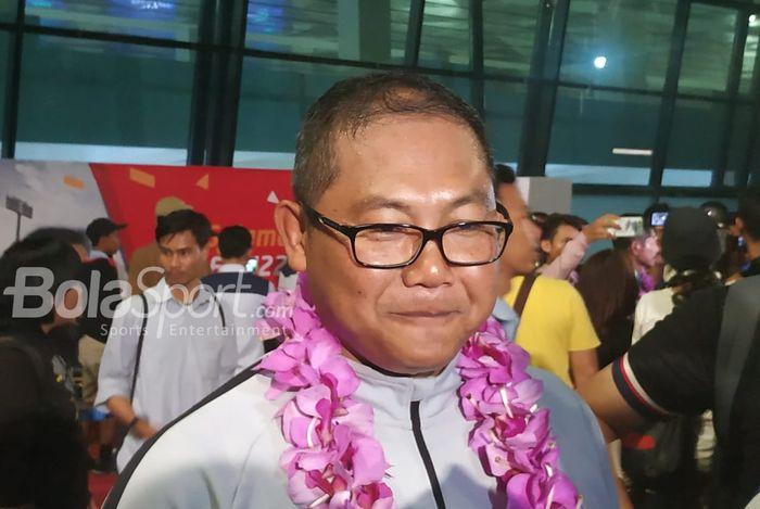 Asisten Head of Delegation Timnas Indonesia U-22 di Piala AFF 2019, AKBP Sumardji di sela-sela penyambutan timnas U-22 Indonesia di Bandara Soekarno Hatta, Rabu (27/2/2019).MUHAMMAD ROBBANI/BOLASPORT.COM