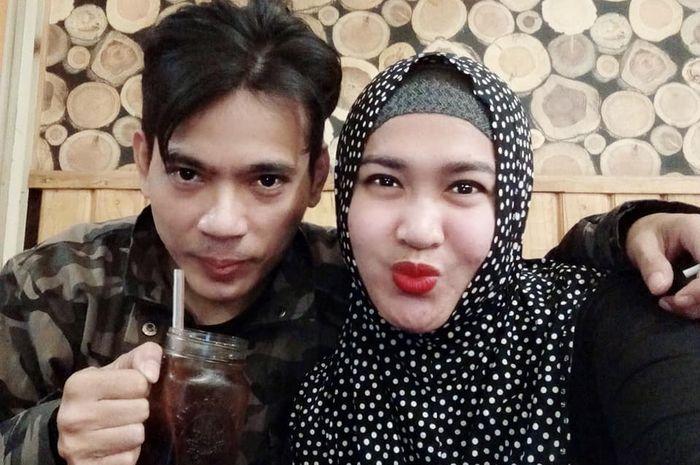 Aris Idol dan istrinya