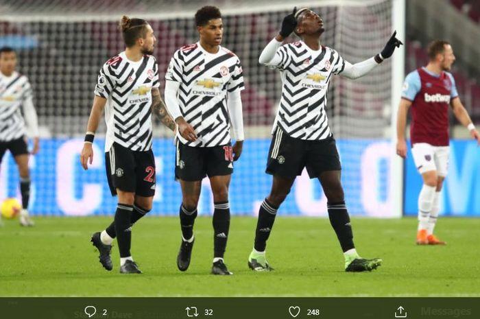 Paul Pogba (kanan) merayakan golnya dalam laga West Ham United vs Manchester United, 5 Desember 2020.