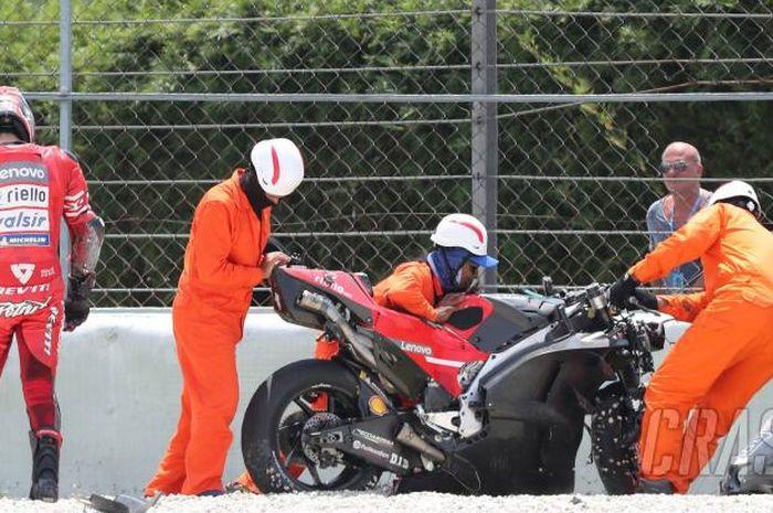 Pebalap Ducati, Danilo Petrucci, mengalami kecelakaan ketika menjajal aero fairing baru Ducati.