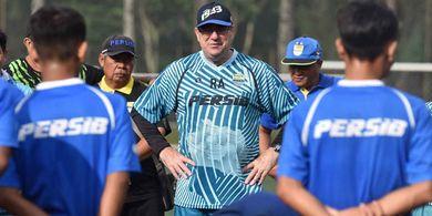Pelatih Persib Bandung Akan Rangkap Jabatan Sebagai Manajer Tim