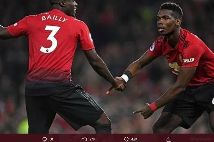 Eric Bailly (kiri) dan Paul Pogba (kanan) tengah melakukan selebrasi usai mencetak gol untuk Manchester United di sebuah laga.