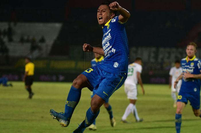 Winger Persib Bandung, Febri Hariyadi, merayakan gol yang dicetaknya ke gawang Persebaya Surabaya pada pekan ke-23 Liga 1 2019.