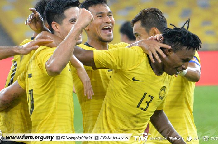 Para pemain timnas Malaysia berselebrasi saat mencetak gol ke gawang Thailand dalam lanjutan pertandingan Grup G kualifikasi Piala Dunia 2022 zona Asia di Stadion Nasional Bukit Jalil, Kuala Lumpur, Kamis (14/11/2019).