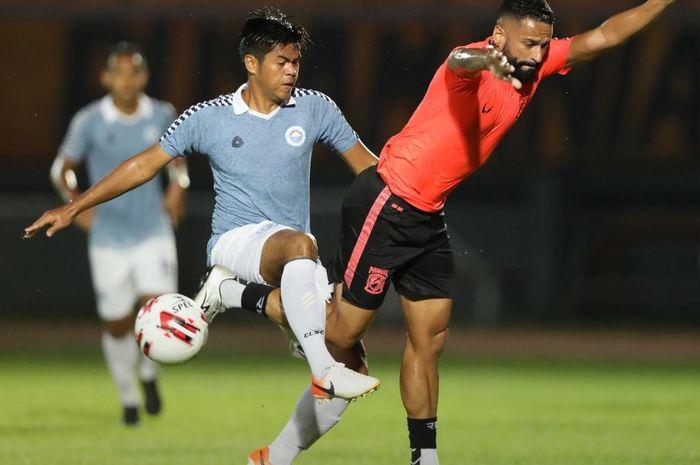 Aksi di laga Sulut United vs Borneo FC, Selasa (18/2/2020).