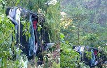 Toyota Fortuner Terjungkal Jurang Sedalam 50 Meter, Bodi Remuk, Penumpang Selamat!