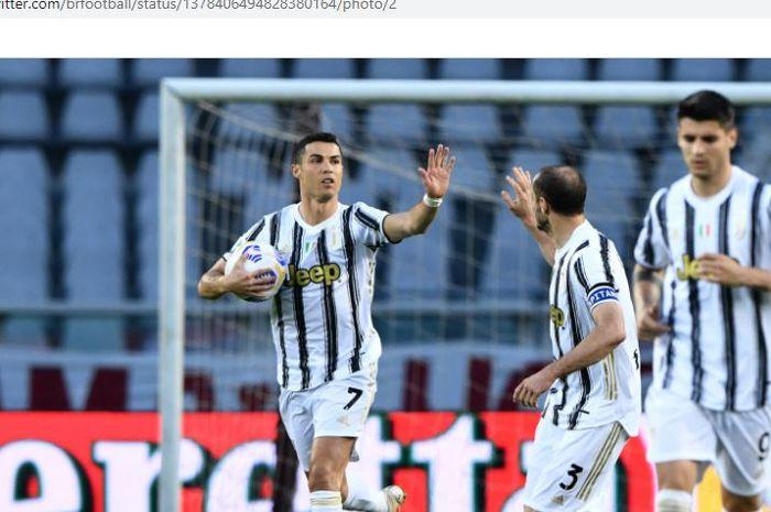 Juventus berencana menunda gaji para pemainnya untuk mengatur neraca keuangannya.