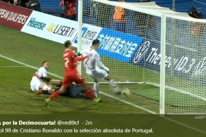Proses gol megabintang timnas Portugal, Cristiano Ronaldo, ke gawang timnas Luksemburg padalaga terakhir Kualifikasi Piala Eorpa 2020.