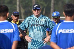 Cara Pelatih Persib Bandung Menjaga Program Latihan Mandiri di Tengah Pandemi