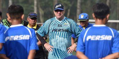Cara Robert Rene Alberts Tetap Jaga Mood Pemain Persib Bandung