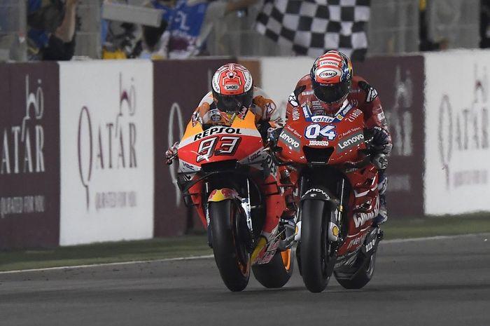 Andrea Dovizioso saat berduel dengan Marc Marquez di lap terakhir MotoGP Qatar 2019.