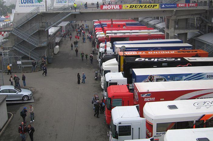 Deretan truk tim balap MotoGP