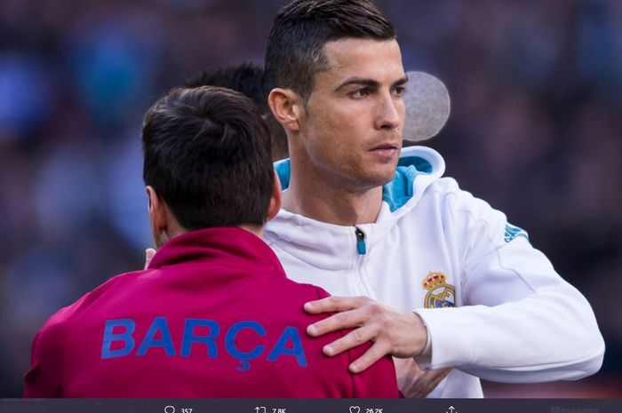 Momen duel antara Cristiano Ronaldo dan Lionel Messi.