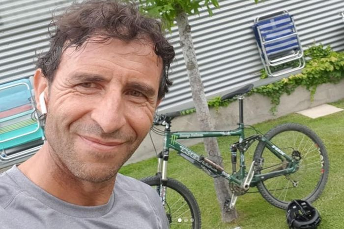 Luis Milla mengisi waktu luangnya dengan berbagai kegiatan, termasuk bersepeda. Publik pencinta sepak bola Tanah Air mengharapkan Luis Milla kembali melatih Timnas Indonesia.