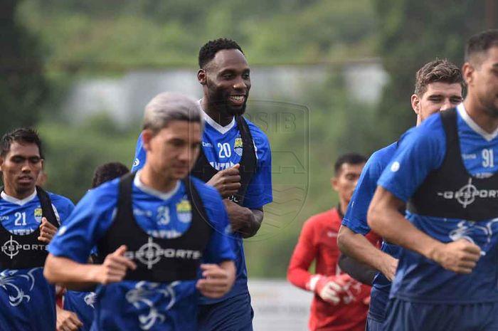Geoffrey Castillion saat mengikuti latihan perdana dengan Persib Bandung di Lapangan Inspire Arena Lembang pada Jumat (31/1/2020) pagi WIB.