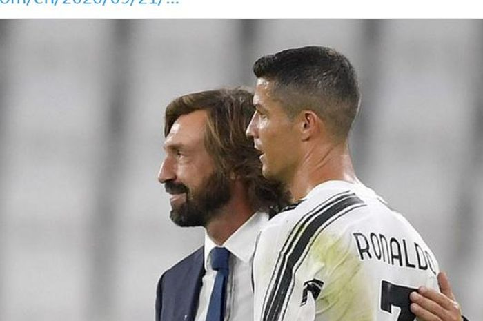 Pelatih Juventus Andrea Pirlo memeluk Cristiano Ronaldo.