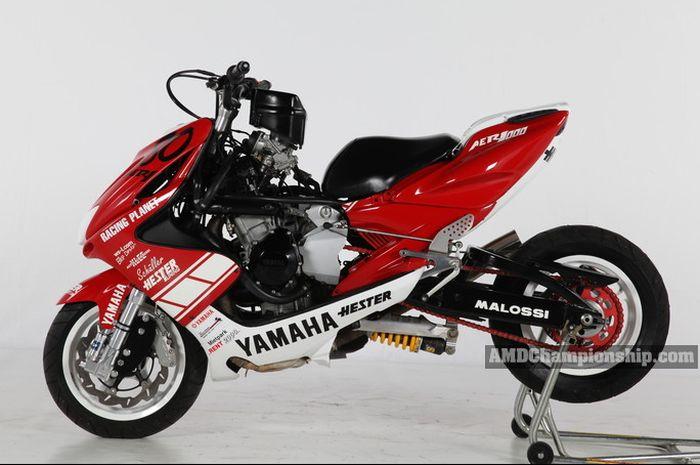 Yamaha Aerox kawin silang Dengan Yamaha R1
