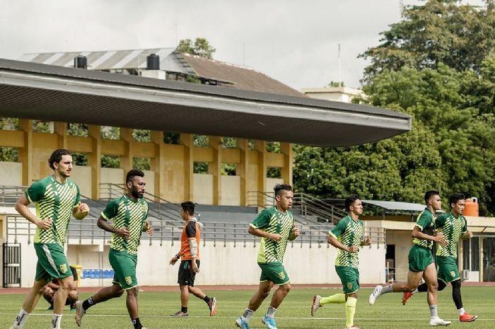 Para pemain Persebaya Surabaya melakoni pemusatan latihan di Yogyakarta.