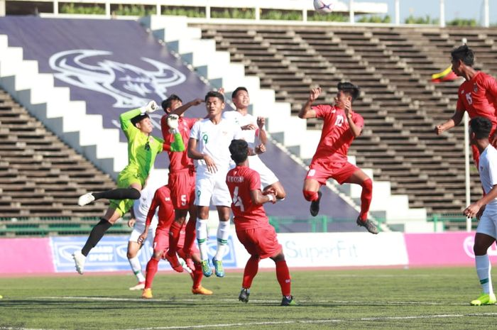 Timnas U-22 Indonesia melawan Myanmar pada Grup B Piala AFF U-22 2019 di Kamboja.