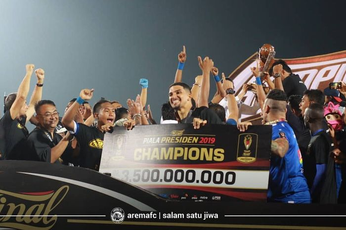 Arema FC merayakan keberhasilan menjadi juara Piala Presiden 2019.