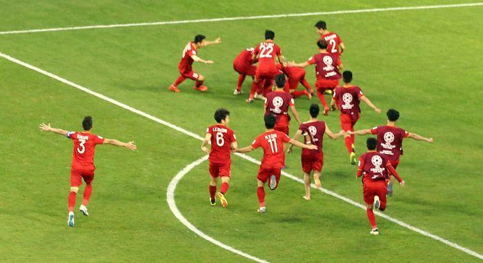 Selebrasi pemain timnas Vietnam setelah memastikan ke perempat final Piala Asia 2019.