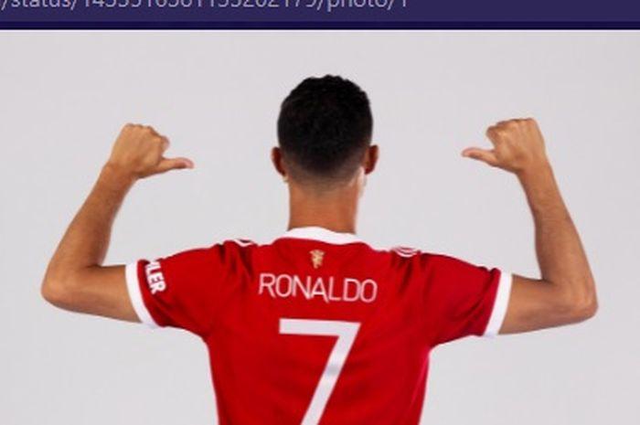 Megabintang Manchester United, Cristiano Ronaldo, resmi menggunakan nomor punggung 7 dalam periode keduanya di Old Trafford.