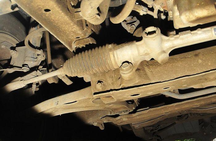 Perhatikan jika ada rembesan di bagian power steering