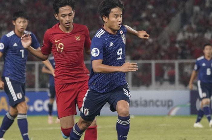 Bintang timnas U-19 Jepang, Takefusa Kubo, beraksi kontra tuan rumah timnas Indonesia pada laga perempat final Piala Asia U-19 2018.