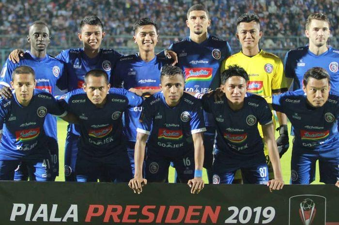 Foto tim Arema FC sebelum melawan Barito Putera pada laga pertama Grup E Piala Presiden 2019, Senin (4/3/2019).