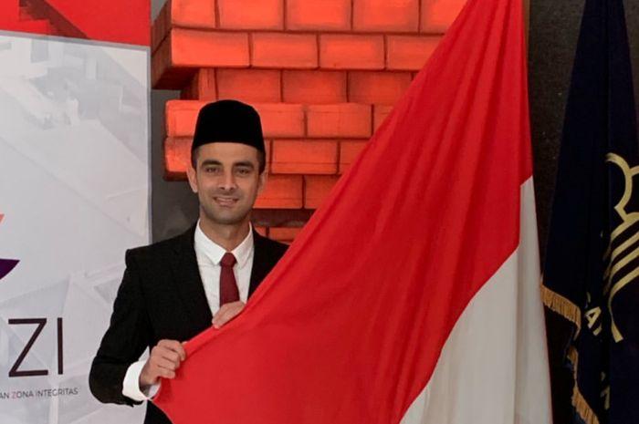 Bek Persebaya Surabaya, Otavio Dutra, saat pengambilan sumpah janji sebagai Warga Negara Indonesia (WNI) di Kantor Kemenkumham Jawa Timur, Jumat (27/9/2019).