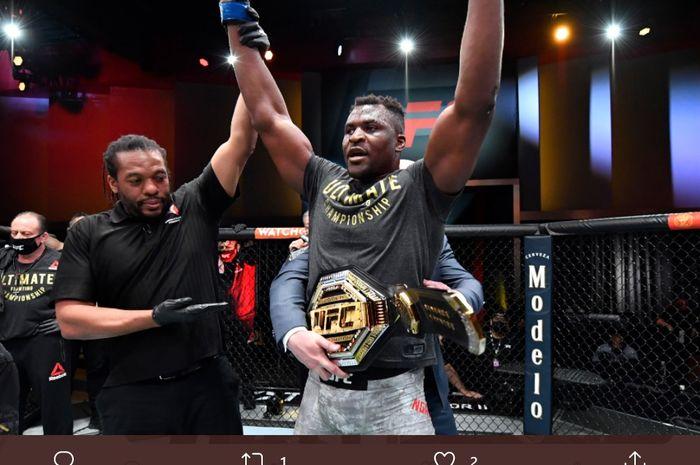Francis Ngannou menjadi juara baru kelas berat UFC setelah mengalahkan Stipe Miocic di UFC 260, Minggu (28/3/2021) WIB di Las Vegas.