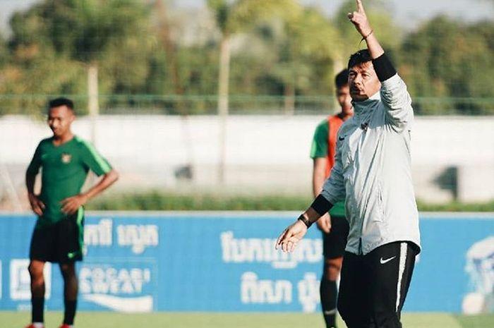 Indra Sjafri memimpin latihan timnas U-22 Indonesia menjelang laga melawan Myanmar di Piala AFF U-22 2019.