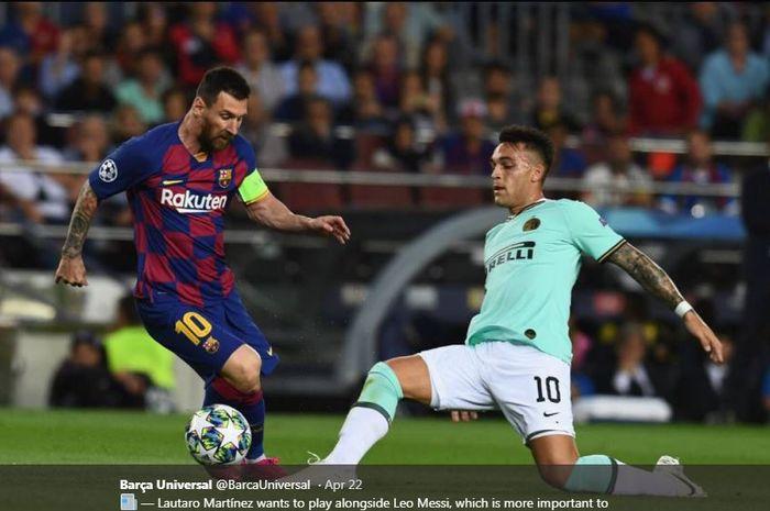 Lionel Messi (kiri) saat berduel dengan Lautaro Martinez.