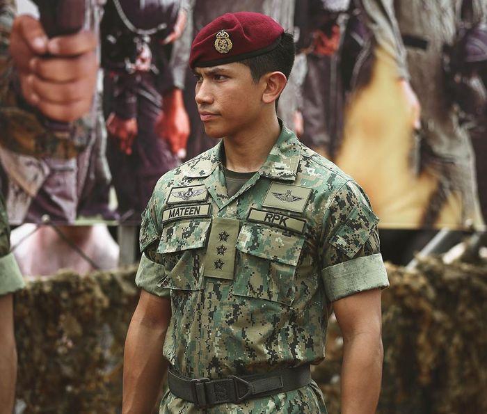Terlihat gagah saat mengenakan seragam militer