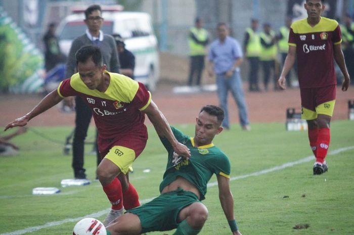 Suasana pertandingan Persik Kediri kontra Persebaya Surabaya dalam Piala Gubernur Jatim 2020 di Stadion Gelora Bangkalan, Senin (10/2/2020).