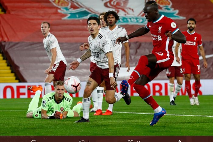 Momen terjadinya gol Sadio Mane ke gawang Bernd Leno pada laga Liverpool kontra Arsenal di Stadion Anfield, Senin (28/9/2020).