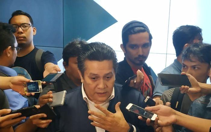 PLT Ketum PSSI Gusti Randa menjawab pertanyaan wartawan di ruang media Staion Utama Gelora Bung Karno (SUGBK), Selasa (19/3/2019).