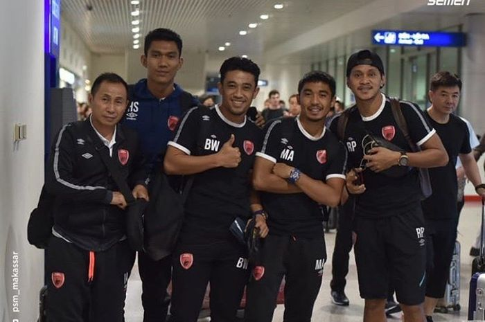Para pemain PSM Makassar saat tiba di Vietnam untuk menjalani laga kontra Becamex Binh Duong pada leg pertama semifinal Zona ASEAN Piala AFC 2019.