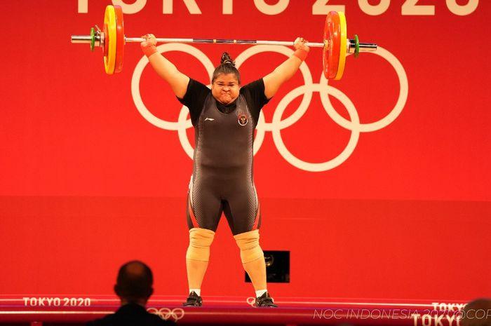 Ketika lifter putri Indonesia, Nurul Akmal, berhasil mengangkat beban dengan sempurna pada Olimpiade Tokyo 2020 di Tokyo International Forum, Senin (2/8/2021).