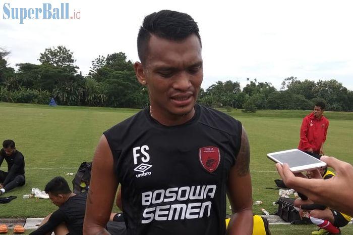 Penyerang PSM Makassar, Ferdinand Sinaga, saat ditemui seusai latihan di Lapangan Yogyakarta International School, Jumat (8/3/2019).