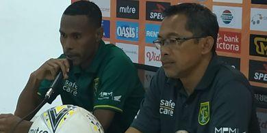 Tanpa Bonek, Aji Santoso Tetap Optimistis dengan Laga Persebaya Vs Arema FC