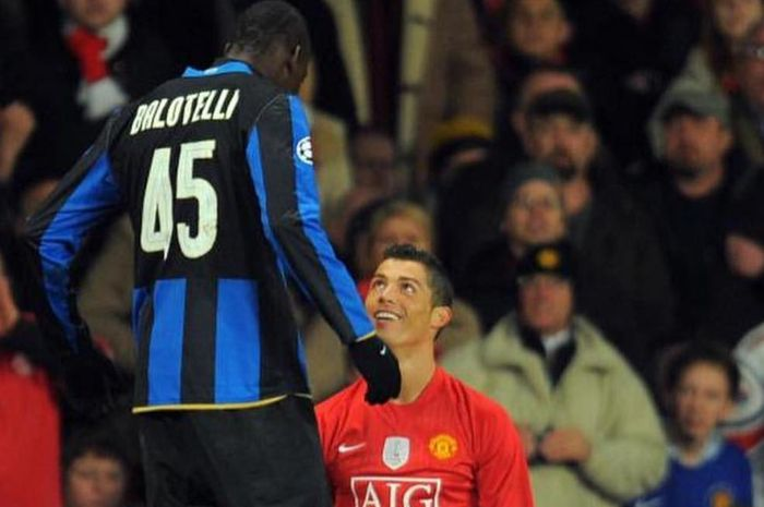 Mario Balotelli (kiri) dan Cristiano Ronaldo