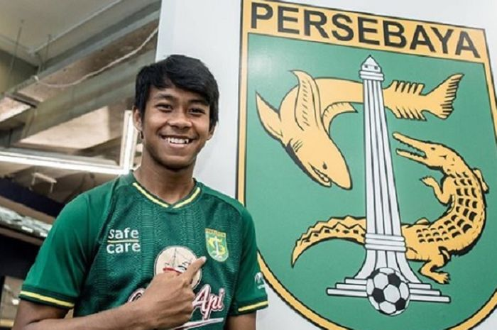 Mochamad Supriadi pertama kali mengenakan jersey Persebaya Surabaya yang akan digunakan pada gelaran Liga 1 2019.