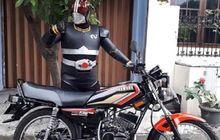 Bukan Pakai Belalang Tempur, Ksatria Baja Hitam Ini Malah Pamer Yamaha RX-King