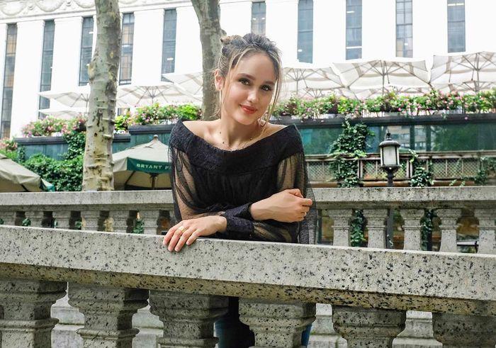 Gaya hidup Cinta Laura di New York