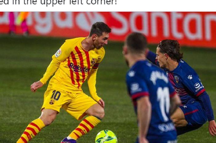 Pemain Barcelona, Lionel Messi, menguasai bola saat melawan Huesca pada laga pekan ke-17 Liga Spanyol 2020-2021 pada Minggu (3/1/2021) waktu setempat atau Senin pukul 03.00 WIB.