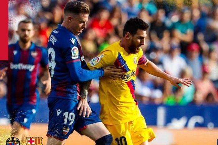 Megabintang Barcelona, Lionel Messi (kanan).