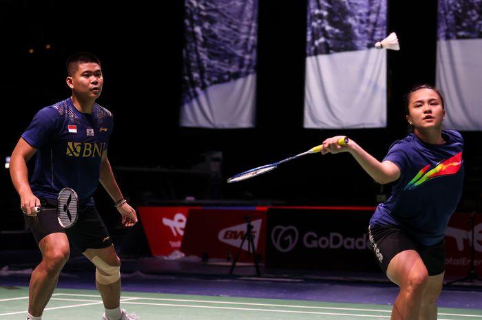 Pasangan ganda campuran Indonesia, Praveen Jordan/Melati Daeva Oktavianti, saat menjalani latihan di Energiaa Arena yang menjadi venue Sudirman Cup 2021 di Vantaa, Finlandia.